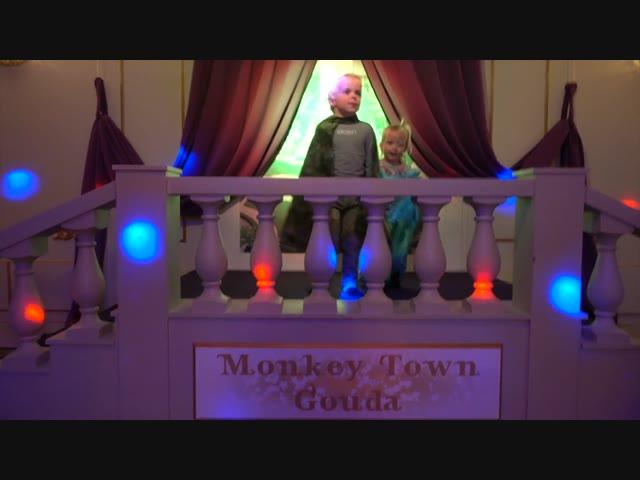 MONKEY TOWN iNDOOR SPEELPARADiJS | WiNACTIE! | ( + avond routine) | Bellinga Vlog #803