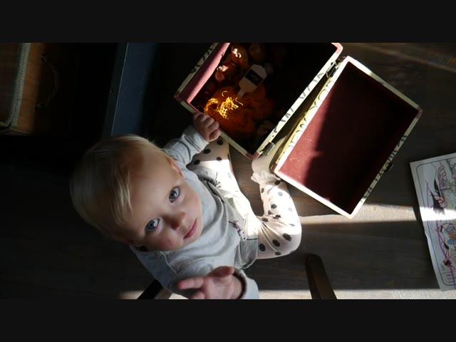 LUCILLA SPEELT MET KINDERSERVIES | Bellinga Vlog #445