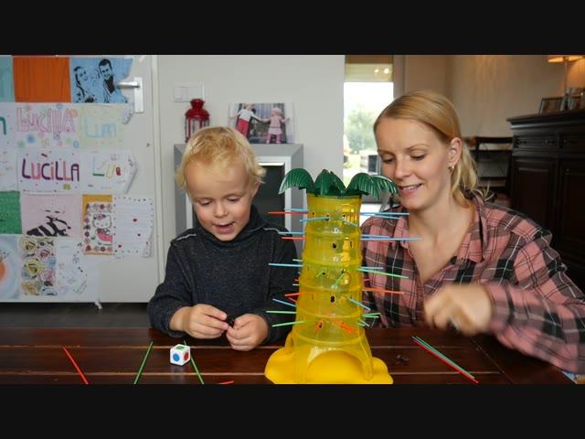 TUMBLiNG MONKEYS CHALLENGE ( met mama) | LUAN BELLINGA VLOG #50