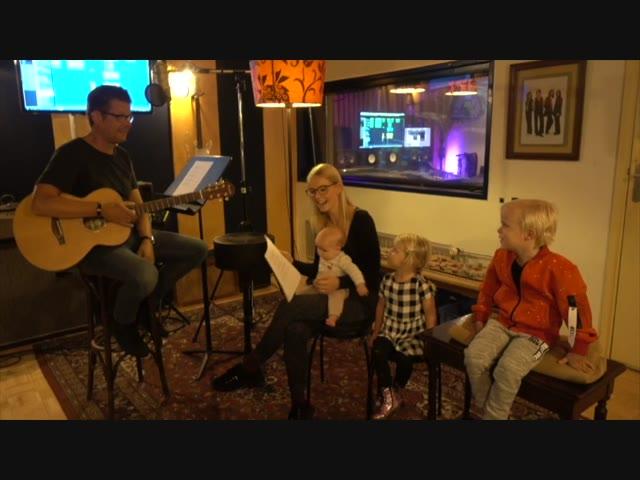 EiGEN SiNGLE OPNEMEN ( in studio!)    Bellinga Familie Vlog #1110