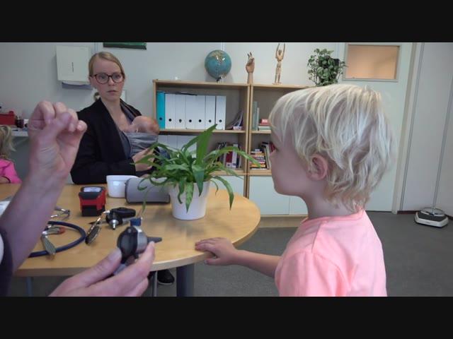 OORONTSTEKiNG   Bellinga Familie Vlog #1027