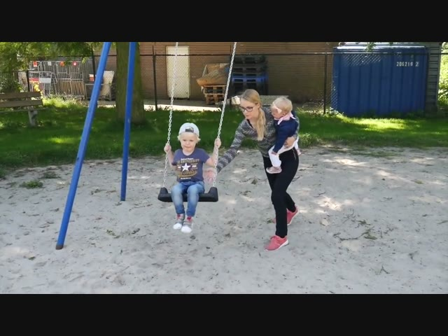 SPELEN IN DE SPEELTUIN | Bellinga Vlog #339