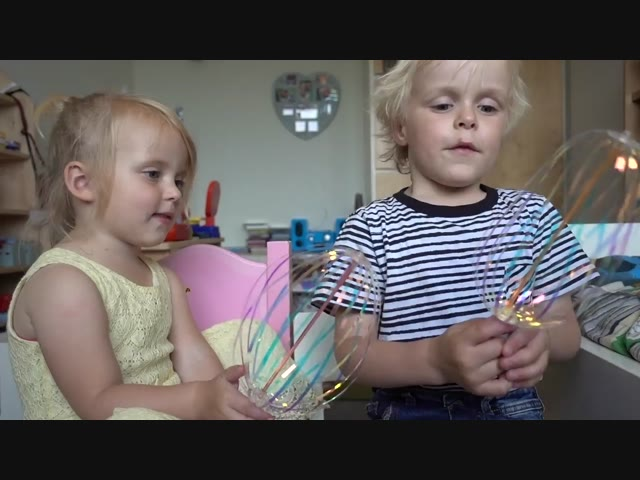 HiPPiE STiCKS UiTPROBEREN!   Bellinga Familie Vlog #1004