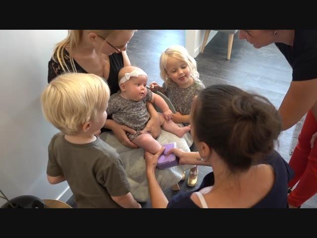 NAAR DE BABY SPA ( + gips afdruk)  | #BellingaTV #FamilieVloggers.nl  #1060 #FamilyVloggers.com #DeBellingaS